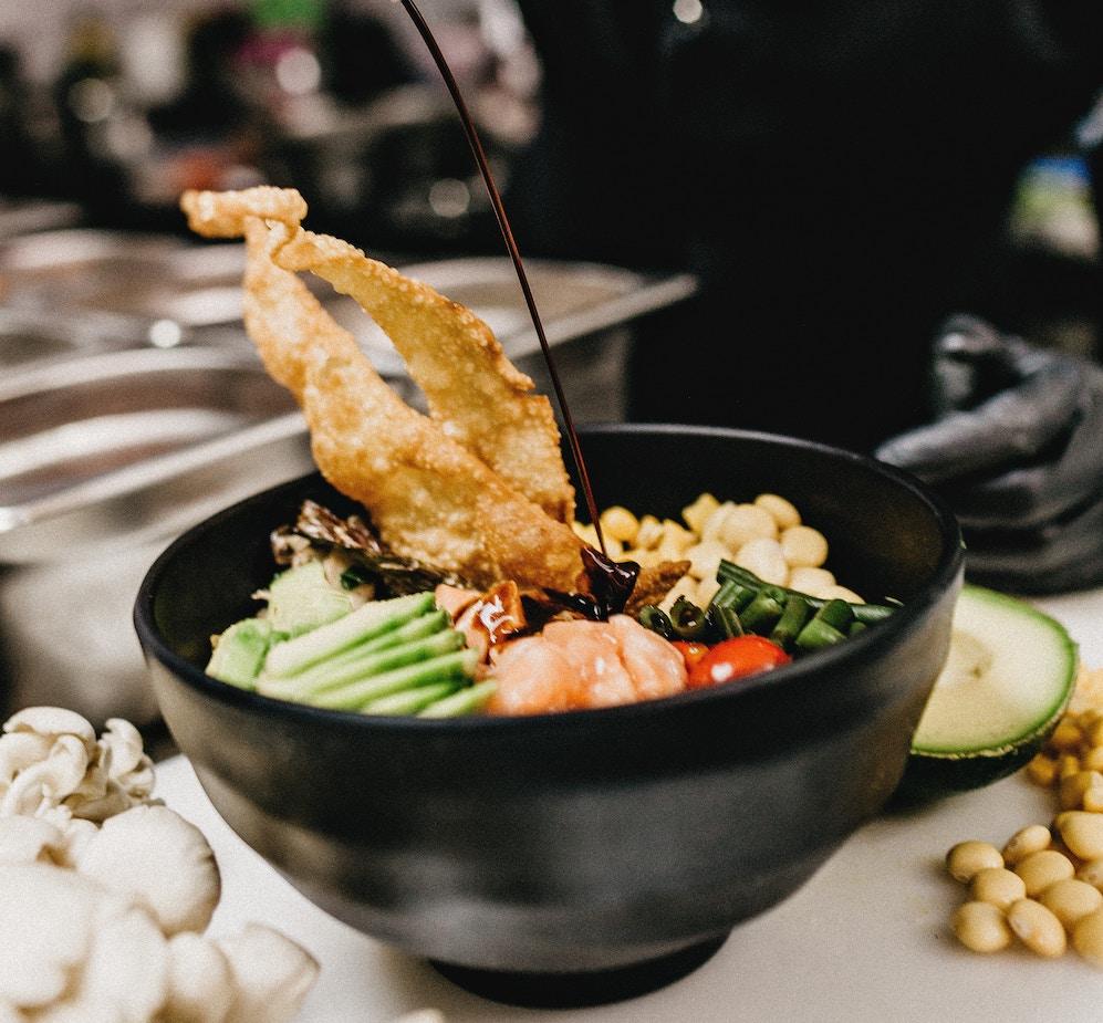 poké bowl en cuisine